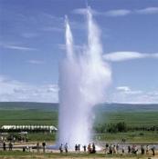Высота столба гейзера достигает 25 метров