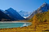 Алтай. Озеро Аккем и вид на г. Белуху