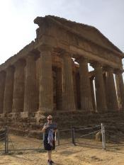 Главный храм Конкордия, который лучше всего сохранился в мире, благодаря тому, что он, начиная с 6 века до н.э., являлся действующим храмом греков, арабов, карфагенцев, норманнов, римлян, христиан.