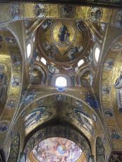 Сицилия - самая богатая страна на византийские золотые мозаики, которые сохранились почти полностью. Повторить их невозможно...