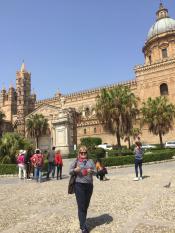 Главный кафедральный собор Палермо. Построен в 12 веке норманнами с севера Европы, которые много чего хорошего привнесли на Сицилию. Сицилию завоевывали греки, арабы, норманны, бурбоны (из Франции) и все оставили свой след. В конце 19 века насильно присое