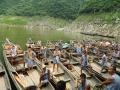Китайские бурлаки приглашают на лодку