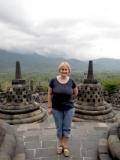 В каждой ступе по Будде, а кругом джунгли и вулканы