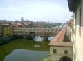 Понте Веккьо - знаменитый мост через реку Арно