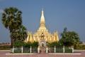 Символ Лаоса - «золотая ступа» Ват Тат Луанг. Вьентьян