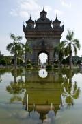 Символ Вьентьяна - триумфальная арка Патуксай. Вьентьян
