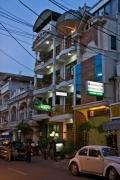Улицы вечернего города. Вьентьян