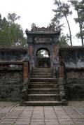 На территории усыпальницы императора Ты Дыка. Хуэ