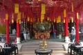 Внутри храма Куан Конг. Одна из красных ароматных подвесок пожертвована одесситами -). Хойан