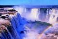 Каскады водопада Игуасу и радуга
