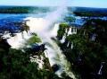 Вид на водопад Игуасу с высоты птичьего полёта