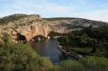 Вид на скалы и озеро Вульягмени в Греции