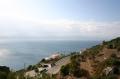 Вид на море в Лутраки с высоты прибрежных гор