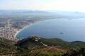 Общий вид на Лутраки – небольшой курортный город в Южной Греции