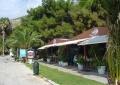 Палатки кафе и другая туристическая инфраструктура в Лутраки